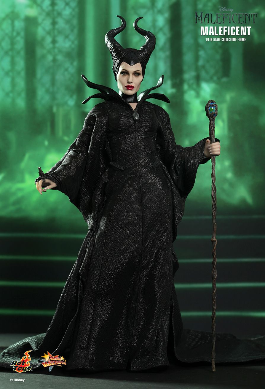 Hot-Toys-Maleficent-angelina-jolie-02