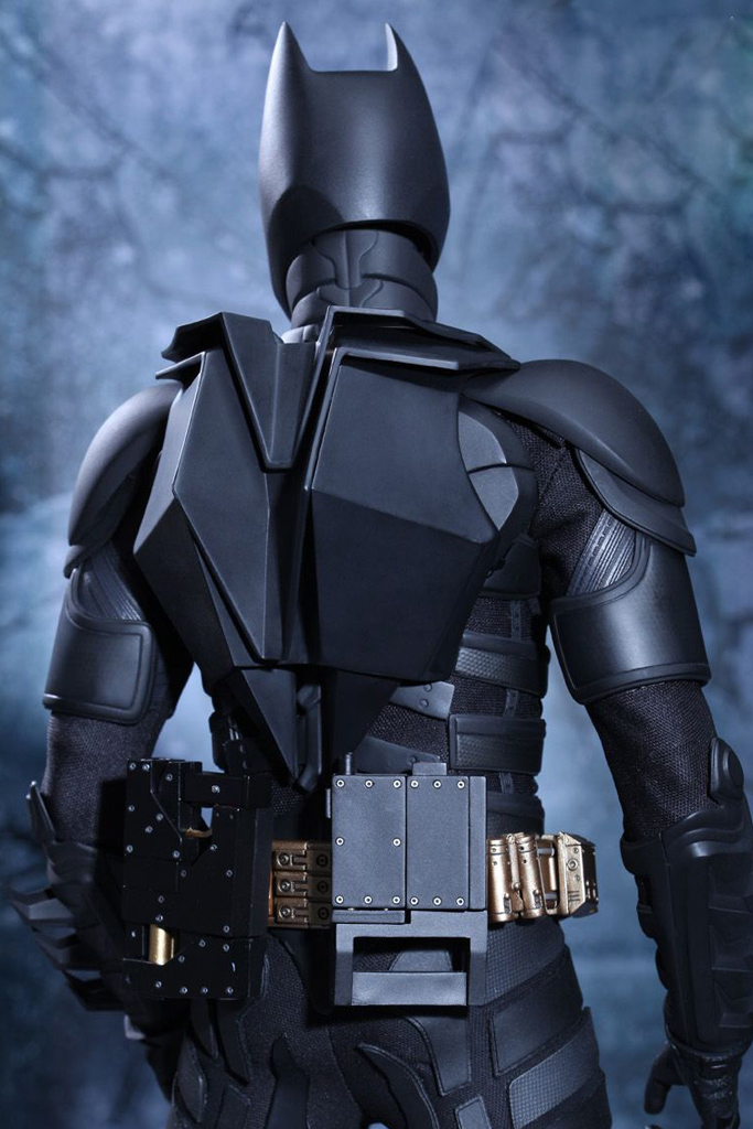 the-dark-knight-rises-batman-1-4-hot-toys-02
